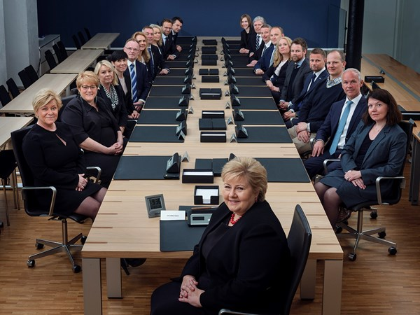 The Government of Solberg around the meeting table at Government Conference in Glacisgata 1 in Oslo on 23 April 2018.